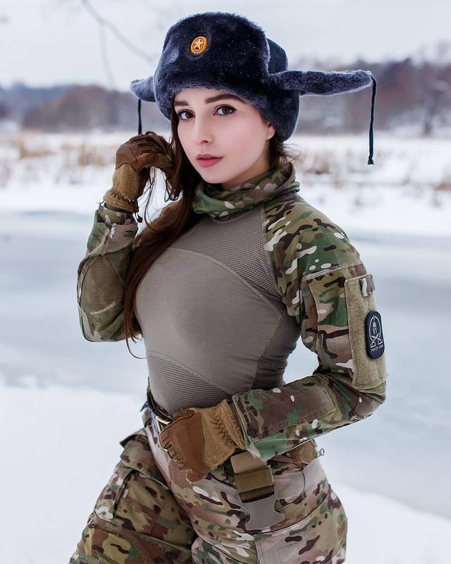 Chuyên chụp ảnh với phong cách PUBG, nàng hot girl gợi cảm khiến cộng đồng mạng phát sốt - Ảnh 4.