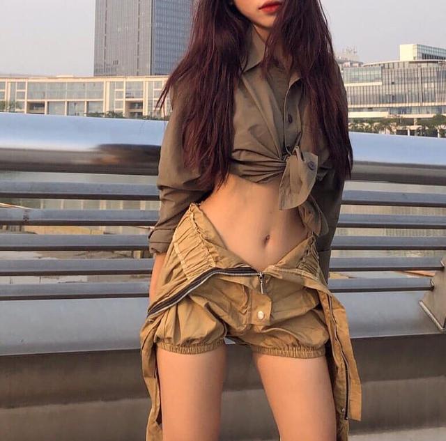 Cộng đồng xôn xao vì bộ ảnh sexy vượt sức chịu đựng của hot girl Việt, điểm chung là... không bao giờ thấy mặt - Ảnh 4.
