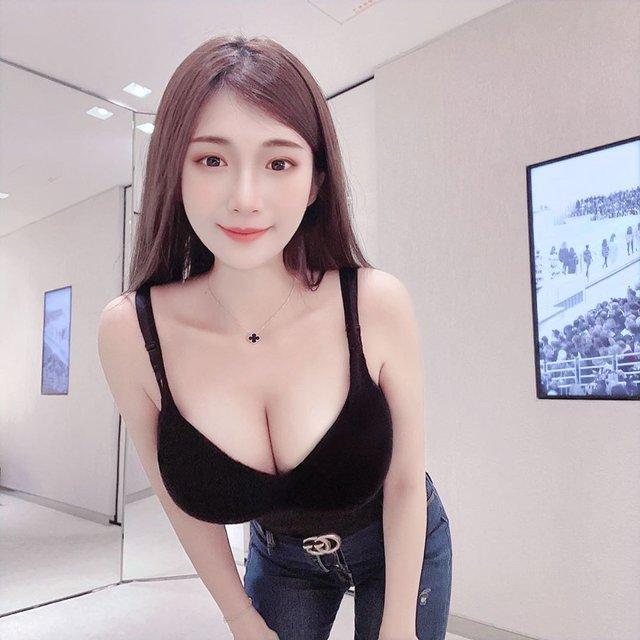 Nhá hàng hình selfie trong siêu thị, nàng hot girl gây sốc cộng đồng mạng, trang cá nhân đã có hơn 3 triệu lượt follow - Ảnh 6.