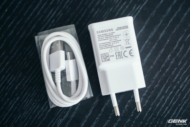 Theo chân Apple, đến lượt Samsung sắp bỏ củ sạc trên smartphone của mình? - Ảnh 1.