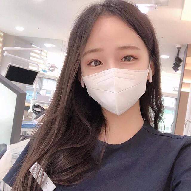 Cởi khẩu trang, cô gái bất ngờ được phong là nha sĩ đẹp nhất Hàn Quốc, cộng đồng mạng khuyên nên bỏ nghề làm hot girl - Ảnh 1.