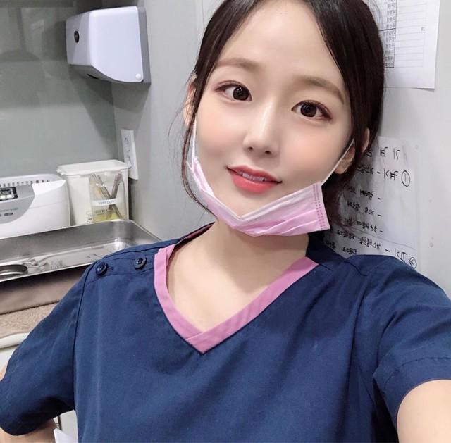 Cởi khẩu trang, cô gái bất ngờ được phong là nha sĩ đẹp nhất Hàn Quốc, cộng đồng mạng khuyên nên bỏ nghề làm hot girl - Ảnh 4.