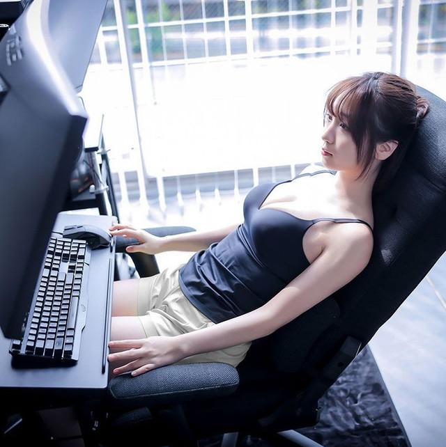Áp dụng combo quảng cáo ghế gaming + gái xinh, nhà sản xuất ghế bất ngờ bội thu, cháy hàng chỉ sau ít ngày - Ảnh 3.