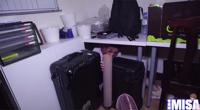 Chuyên thực hiện các video cởi đồ, nữ Youtuber xinh đẹp lại khiến fan sốc khi chơi trốn tìm lột quần áo cùng dàn hot girl - Ảnh 3.