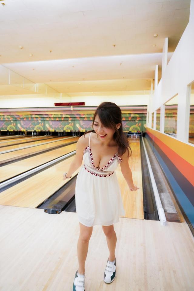 Đăng ảnh đi chơi bowling gợi cảm, nàng hot girl được fan khen ngợi: Tâm hồn cũng tròn, đẹp như quả bowling vậy - Ảnh 6.