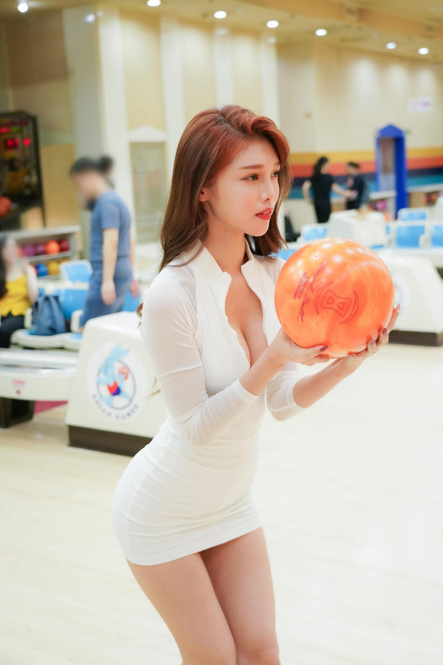 Đăng ảnh đi chơi bowling gợi cảm, nàng hot girl được fan khen ngợi: Tâm hồn cũng tròn, đẹp như quả bowling vậy - Ảnh 9.