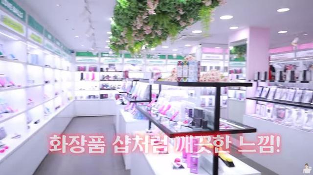 Đăng tải clip mua sắm đồ chơi tại cửa hàng 18+ lên Youtube, nàng hot girl, idol Kpop khiến fan sốc nặng - Ảnh 2.