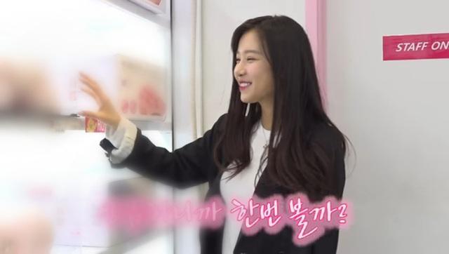 Đăng tải clip mua sắm đồ chơi tại cửa hàng 18+ lên Youtube, nàng hot girl, idol Kpop khiến fan sốc nặng - Ảnh 3.