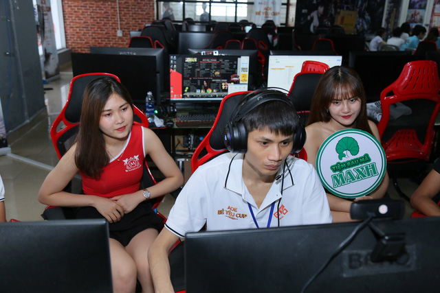 Game thủ AoE Hồng Anh chia sẻ: