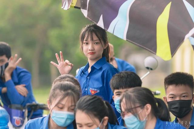 Nữ sinh Nghệ An gây chú ý vì cái nhăn mặt xinh đẹp trong kỳ thi tốt nghiệp THPT 2020 - Ảnh 2.