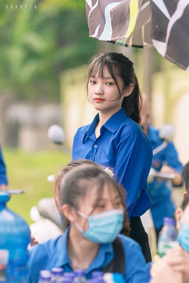 Nữ sinh Nghệ An gây chú ý vì cái nhăn mặt xinh đẹp trong kỳ thi tốt nghiệp THPT 2020 - Ảnh 3.