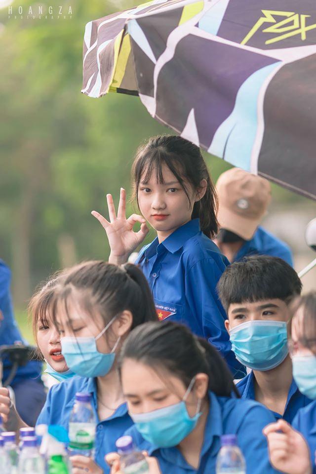 Nữ sinh Nghệ An gây chú ý vì cái nhăn mặt xinh đẹp trong kỳ thi tốt nghiệp THPT 2020 - Ảnh 4.