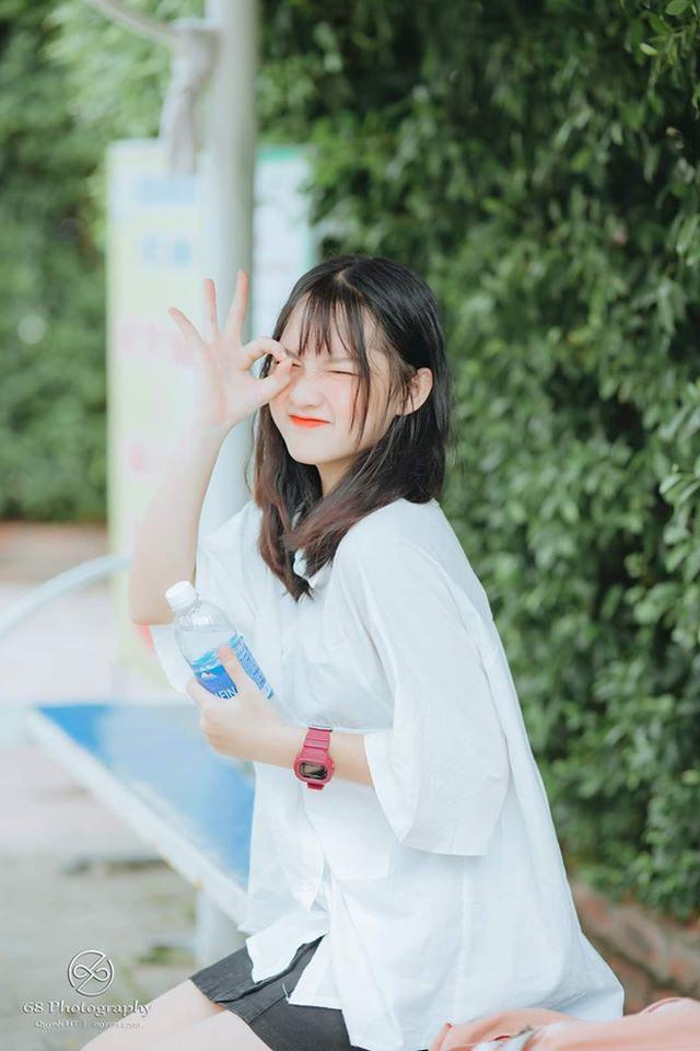 Nữ sinh Nghệ An gây chú ý vì cái nhăn mặt xinh đẹp trong kỳ thi tốt nghiệp THPT 2020 - Ảnh 7.