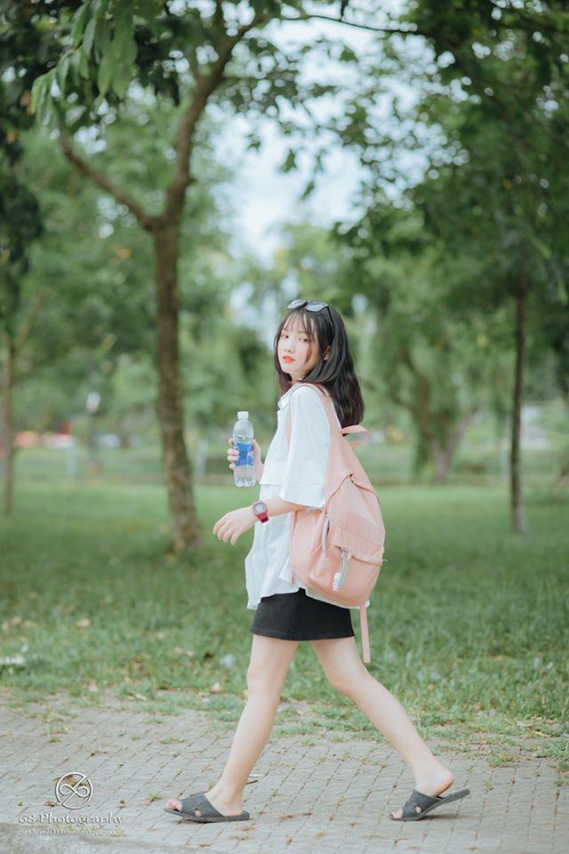 Nữ sinh Nghệ An gây chú ý vì cái nhăn mặt xinh đẹp trong kỳ thi tốt nghiệp THPT 2020 - Ảnh 9.