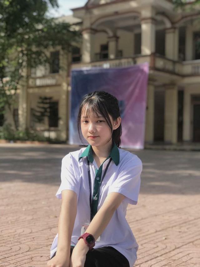 Nữ sinh Nghệ An gây chú ý vì cái nhăn mặt xinh đẹp trong kỳ thi tốt nghiệp THPT 2020 - Ảnh 10.