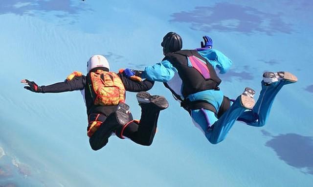 Rơi từ độ cao 4420m, người phụ nữ được cứu mạng nhờ đáp trúng ổ kiến lửa - Ảnh 1.