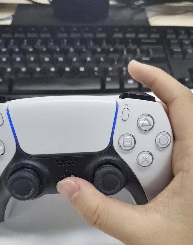 Rò rỉ thời lượng Pin của tay cầm PS5 DualSense, gấp đôi DualShock 4, lên tới 12 tiếng chơi game liên tục - Ảnh 3.