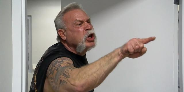 """Chơi game xong cãi nhau, lão game thủ 56 tuổi lao vào combat bạn già ngay trên đường, bị """"nhấc"""" luôn lên phường - Ảnh 2."""
