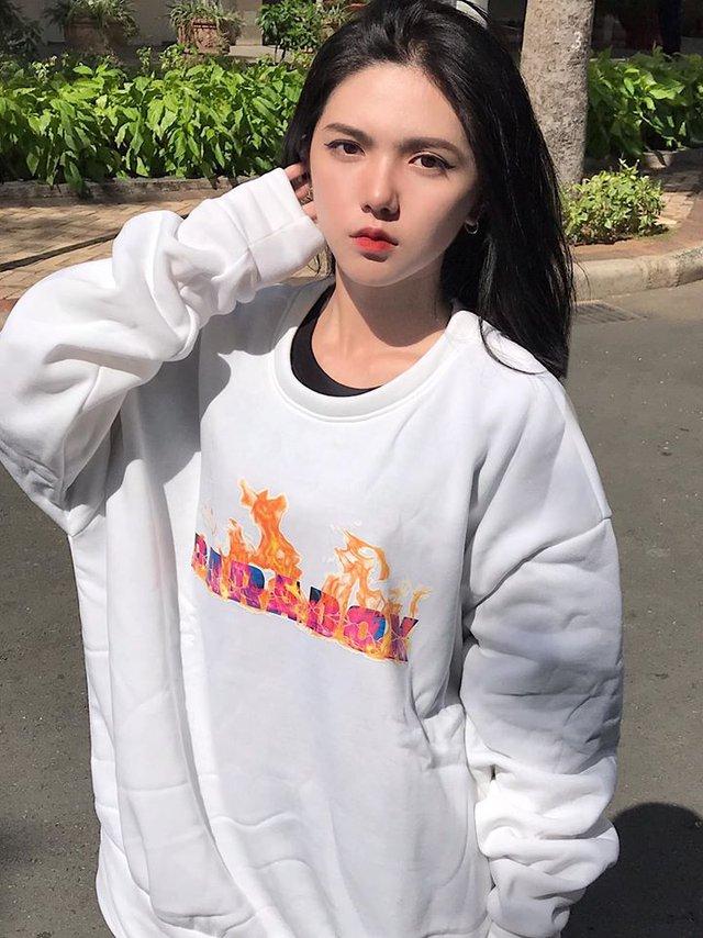 Hot girl 2K3 dậy thì hoàn hảo, thân hình nóng bỏng nhưng gương mặt lại lạnh như tiền, không bao giờ cười - Ảnh 4.