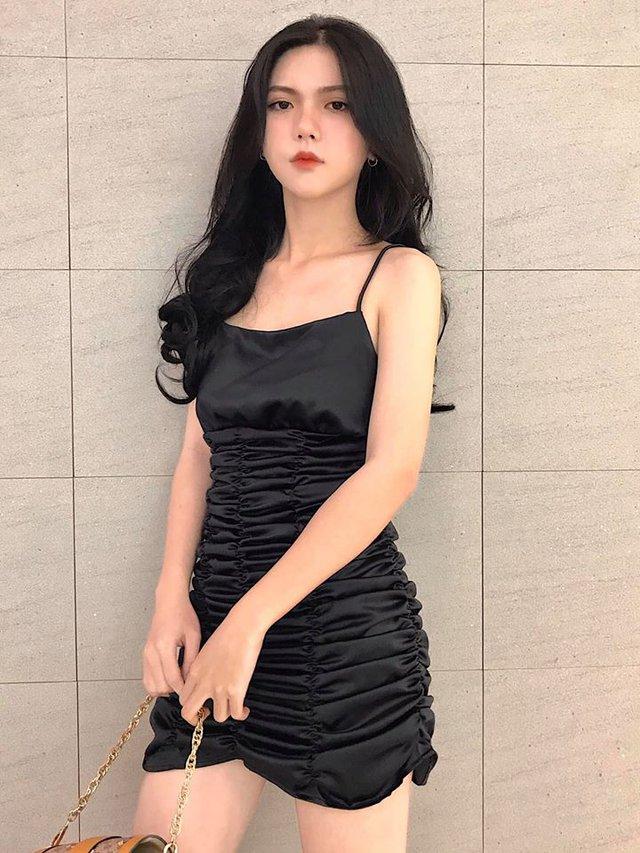 Hot girl 2K3 dậy thì hoàn hảo, thân hình nóng bỏng nhưng gương mặt lại lạnh như tiền, không bao giờ cười - Ảnh 5.