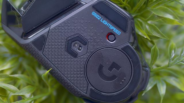 Logitech G502 Wireless Lightspeed, chuột gaming huyền thoại trở lại và lợi hại hơn xưa - Ảnh 6.