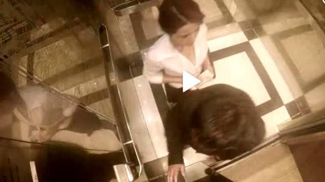 """Clip tên yêu râu xanh bị cô gái xinh đẹp """"đập sấp mặt"""" trong thang máy bị CĐM bóc phốt, vạch trần sự thật? - Ảnh 1."""