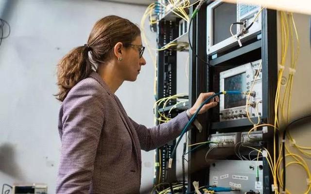 Các nhà khoa học thiết lập kỷ lục tốc độ internet mới là 178 Tbps, có thể tải game nặng 2 triệu GB chỉ 12 giây - Ảnh 2.