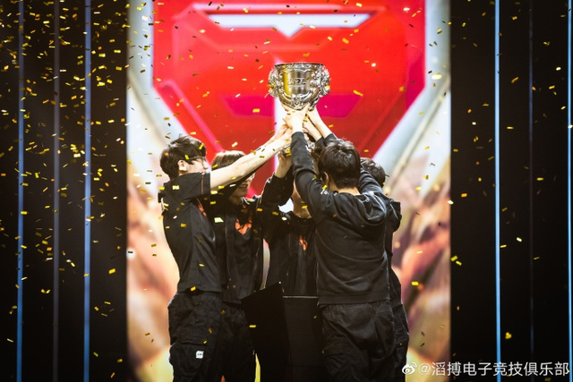 Chứng kiến đại chiến Chung kết LPL, cộng đồng quốc tế kết luận: Trao luôn chức vô địch CKTG cho TES đi là vừa - Ảnh 5.