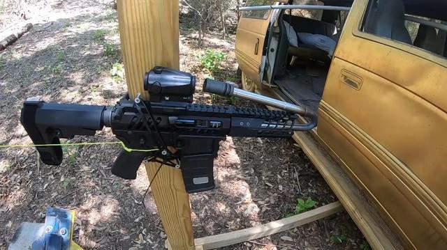 Thử nghiệm khó tin: Bẻ cong nòng súng để điều hướng viên đạn là chuyện có thật - Ảnh 1.