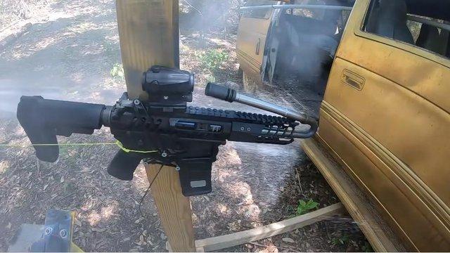 Thử nghiệm khó tin: Bẻ cong nòng súng để điều hướng viên đạn là chuyện có thật - Ảnh 2.