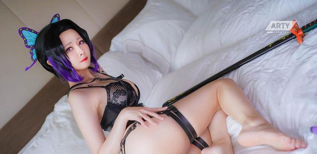 Từ sơ mi trắng tới bikini, nàng Trùng trụ của Kimetsu no Yaiba diện gì cũng cực hút mắt người nhìn - Ảnh 14.