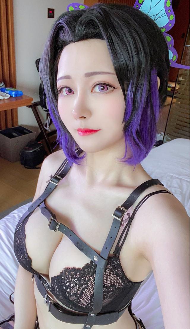 Từ sơ mi trắng tới bikini, nàng Trùng trụ của Kimetsu no Yaiba diện gì cũng cực hút mắt người nhìn - Ảnh 9.