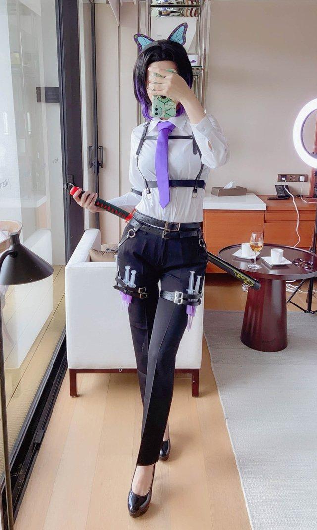 Từ sơ mi trắng tới bikini, nàng Trùng trụ của Kimetsu no Yaiba diện gì cũng cực hút mắt người nhìn - Ảnh 7.