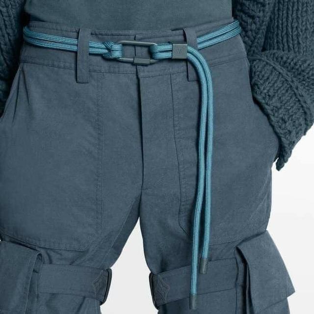 15 triệu để mua thắt lưng sợi vải của LV, cư dân mạng ngạc nhiên vì 'trông hệt như sợi dây dù' 5.000 đồng - Ảnh 4.