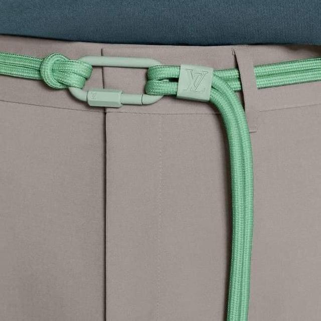 15 triệu để mua thắt lưng sợi vải của LV, cư dân mạng ngạc nhiên vì 'trông hệt như sợi dây dù' 5.000 đồng - Ảnh 2.
