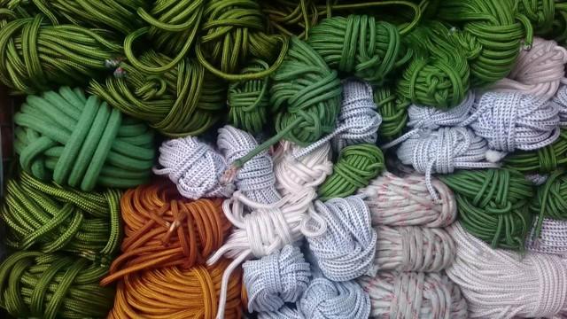 15 triệu để mua thắt lưng sợi vải của LV, cư dân mạng ngạc nhiên vì 'trông hệt như sợi dây dù' 5.000 đồng - Ảnh 3.
