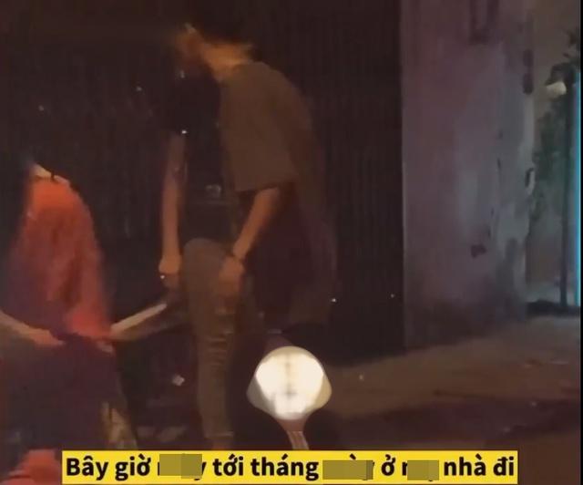 Thấy người yêu tới kỳ đèn đỏ, thanh niên quay xe, bỏ lại bạn gái đi về khiến cộng đồng mạng phẫn nộ - Ảnh 2.