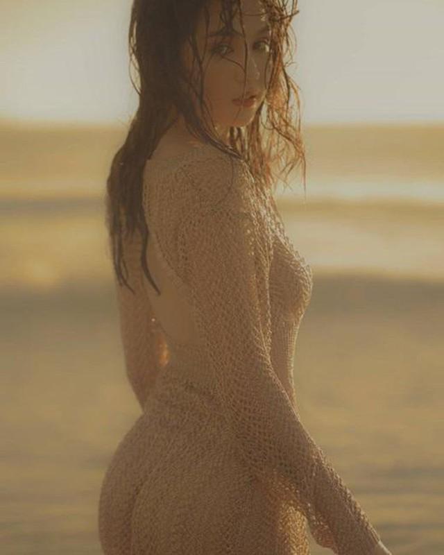 Ngọc Trinh tung bộ ảnh gợi cảm, diện áo lưới ướt sũng khiến dân mạng đua nhau thả tim nhiệt liệt - Ảnh 1.