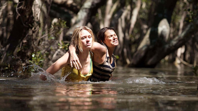Xinh nhưng đen, đây là các mỹ nhân xui xẻo từng làm mồi cho cá sấu trên phim - Ảnh 2.