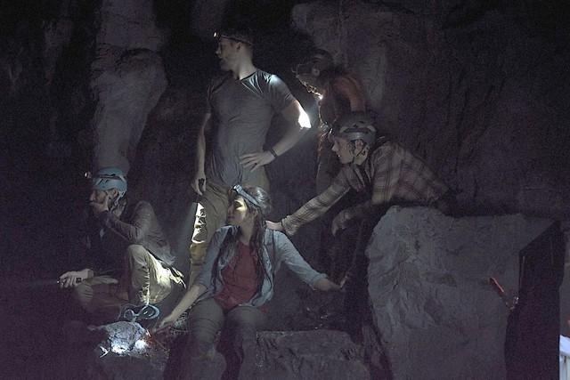 Xinh nhưng đen, đây là các mỹ nhân xui xẻo từng làm mồi cho cá sấu trên phim - Ảnh 6.
