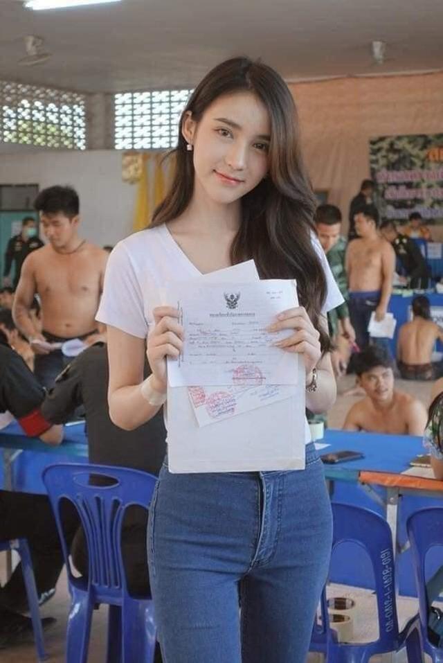 Loạt hình các người đẹp chuyển giới Thái Lan sẵn sàng nhập nghĩa vụ quân sự - Ảnh 11.