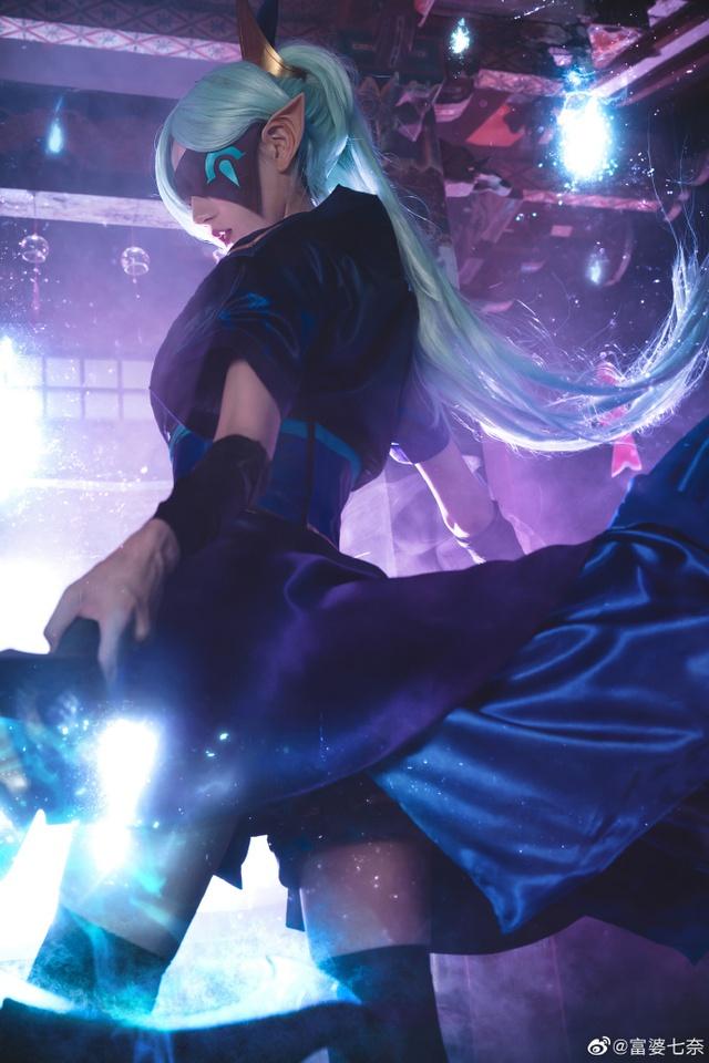 Chiêm ngưỡng loạt ảnh cosplay Vayne Tuyệt Vọng Chi Tiễn thần thái ngút trời của nữ người mẫu Trung Quốc - Ảnh 1.