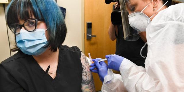Công bố giá bán vắc-xin COVID-19 triển vọng nhất nước Mỹ: 860.000 đồng mỗi liều, mỗi người phải tiêm 2 mũi - Ảnh 1.