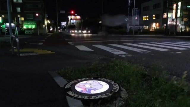 Nhật Bản nâng tầm nắp cống lên đẳng cấp mới khi trang bị đèn LED in hình anime, có nguyên đội bảo vệ tới 2h sáng đề phòng... bị lấy cắp - Ảnh 9.