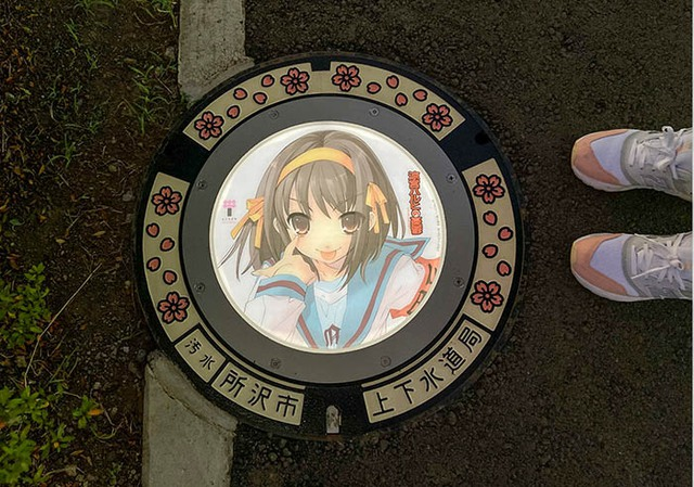Nhật Bản nâng tầm nắp cống lên đẳng cấp mới khi trang bị đèn LED in hình anime, có nguyên đội bảo vệ tới 2h sáng đề phòng... bị lấy cắp - Ảnh 7.