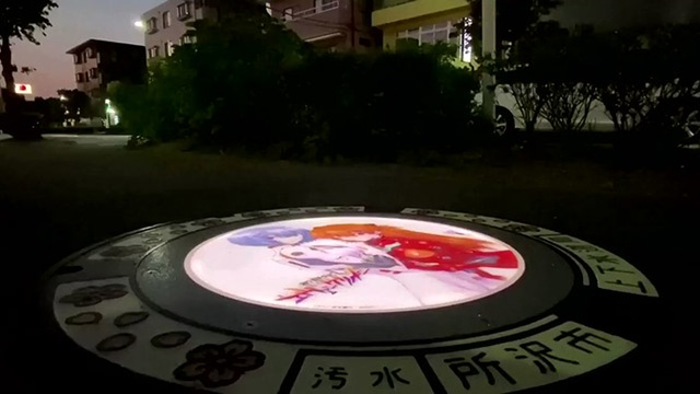 Nhật Bản nâng tầm nắp cống lên đẳng cấp mới khi trang bị đèn LED in hình anime, có nguyên đội bảo vệ tới 2h sáng đề phòng... bị lấy cắp - Ảnh 8.