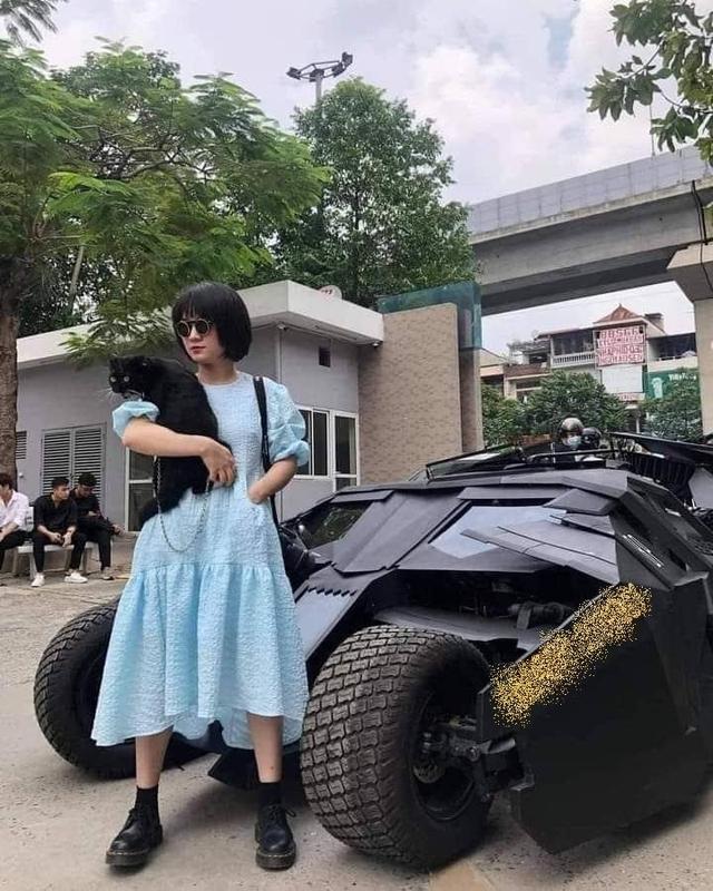 Cộng đồng mạng xôn xao trước cô nàng nữ sinh chụp ảnh kỷ yếu bên siêu xế hộp Batman, sự thật khiến tất cả bất ngờ - Ảnh 3.