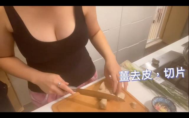 Làm clip dạy nấu ăn nhưng quyết tâm giấu mặt lộ ngực, nữ Youtuber xinh đẹp bị người xem chỉ trích: Suốt ngày chỉ tìm cách khoe ngực - Ảnh 5.