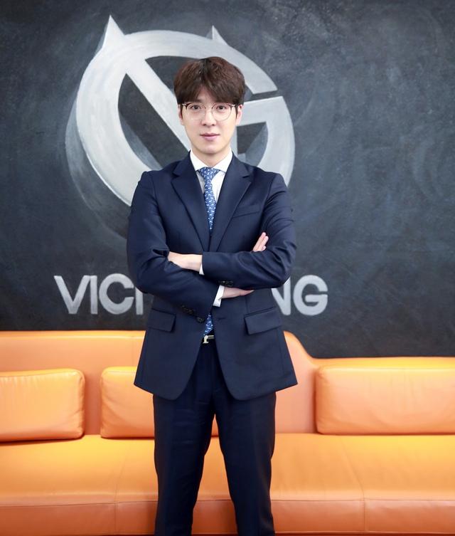 Gấu mẹ kkOma bất ngờ chia tay Vici Gaming chỉ sau 1 năm, fan lập tức kêu gọi: Xin hãy trở về, T1 cần anh - Ảnh 2.