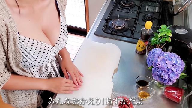 Dạy nấu ăn nhưng toàn góc quay tâm hồn to tròn ngồn ngộn chiếm nửa khung hình, 3 Youtuber Nhật Bản khiến cộng đồng không biết... nhìn vào đâu mới đúng - Ảnh 17.
